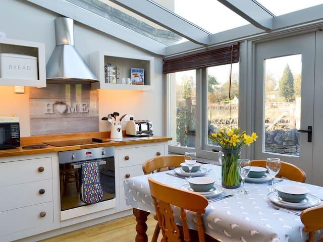 Thistledown Cottage (UK10888)