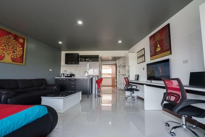 Large Modern Nimman Room: Pool, Wifi,  Discounted