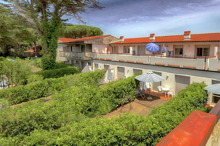 Lovely Holiday Home in Giannella near Beach