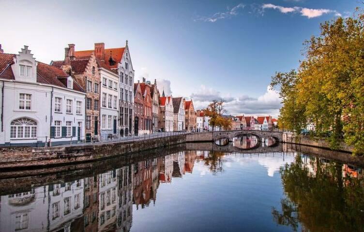 Reitjes/ Canals - beautiful walks, located right around the corner