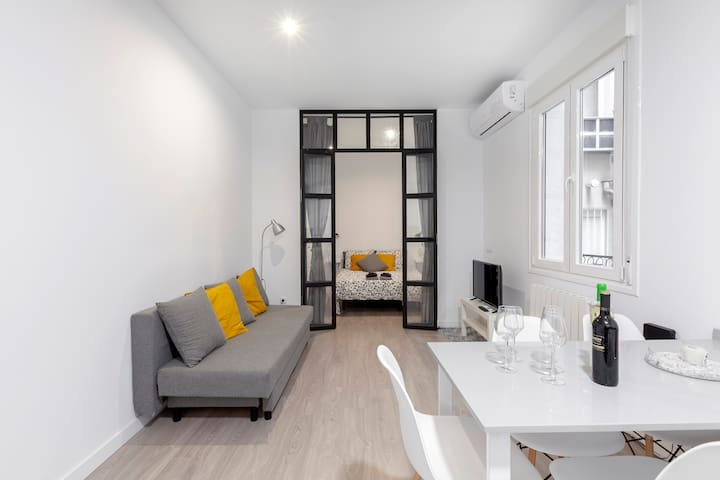 HEART OF MADRID, brand new apartment, Chueca 4 ppl