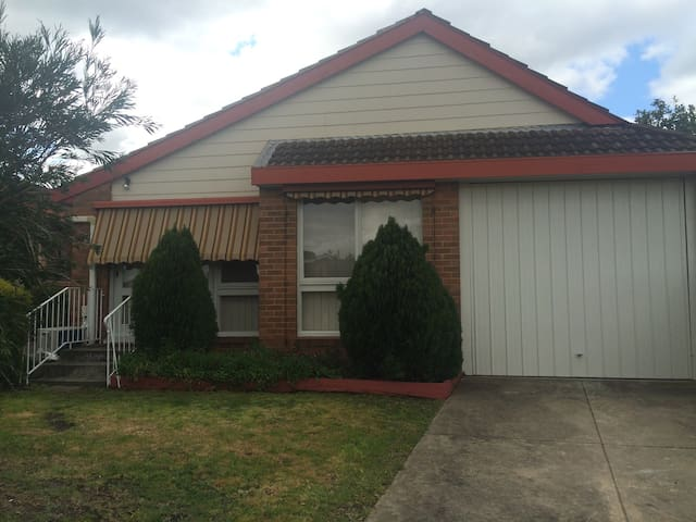 Newly Renovated 2BD unit - Glenroy