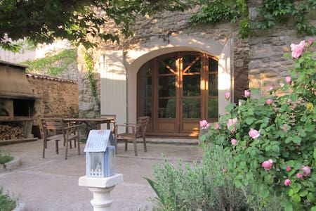 Grande bâtisse provençale en Luberon - Maubec