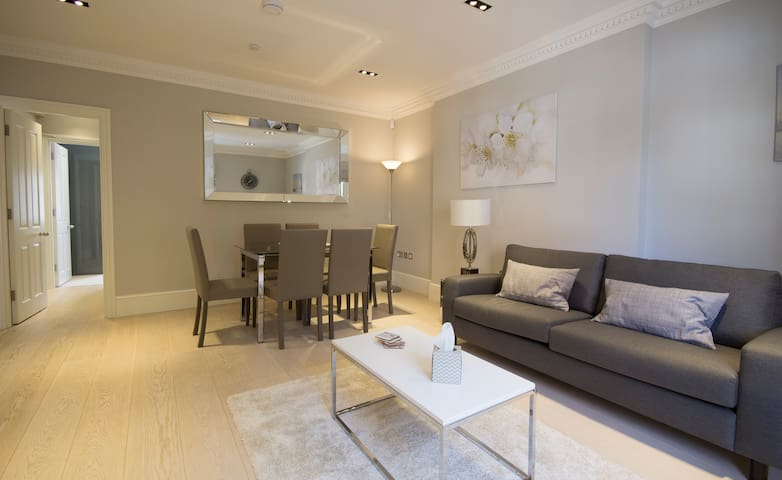 Plenty of space for relaxing with two sofas and a very comfortable egg chair, dining area for 6 people.