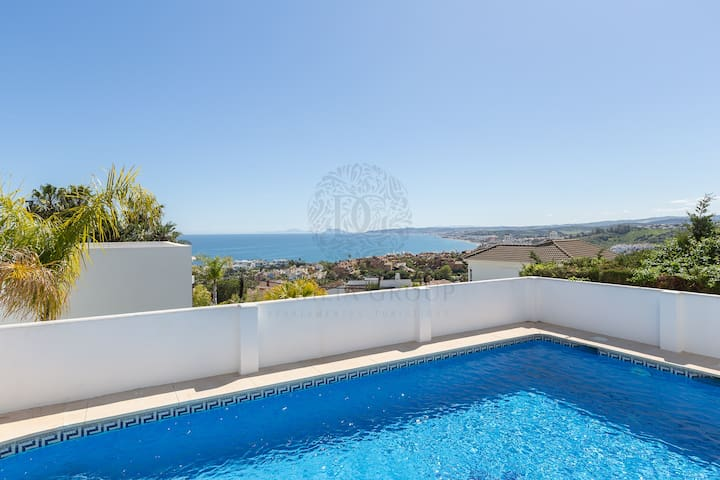 Villa Seghers Beach Estepona by Dahlia Group