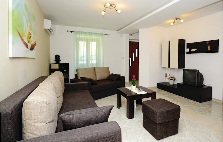 Stunning home in Kavran with WiFi and 3 Bedrooms