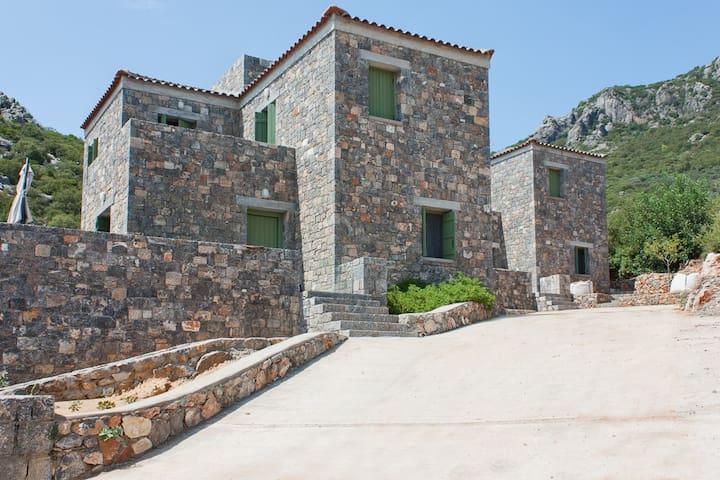 Tzouzos-Kordopateika guesthouse in the olive grove - GR - Casa