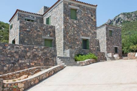 Tzouzos-Kordopateika guesthouse in the olive grove