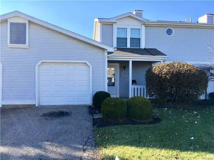 Quiet spacious home near WSU and WPAFB (1 mile)