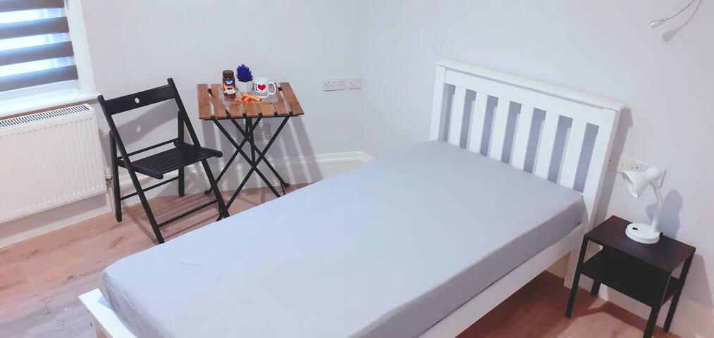 Quarto confortável em casa familiar Wood green Z3