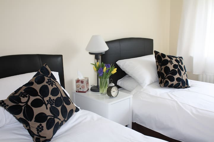 Comfortable TWIN ROOM near Dublin city - Castleknock - Casa