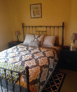 Wilton Willow Inn Room #4 - Farmington - Bed & Breakfast