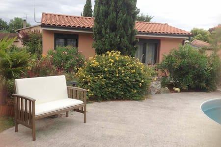 Maison 30 m2 avec piscine, proche Toulouse, Labège