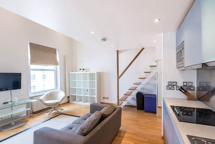 Modern Luxury Mezzanine Studio Notting Hill - London - Apartment