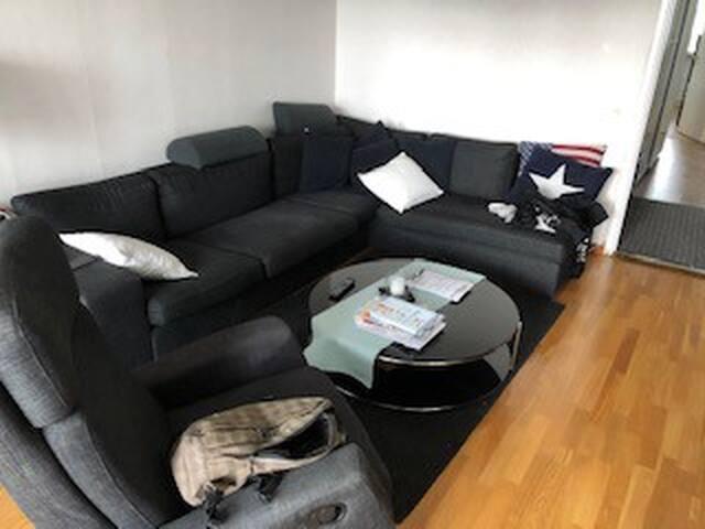 Fin Nyrenoverad Full Möblerad Lägenhet