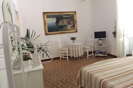 Dante's room 1