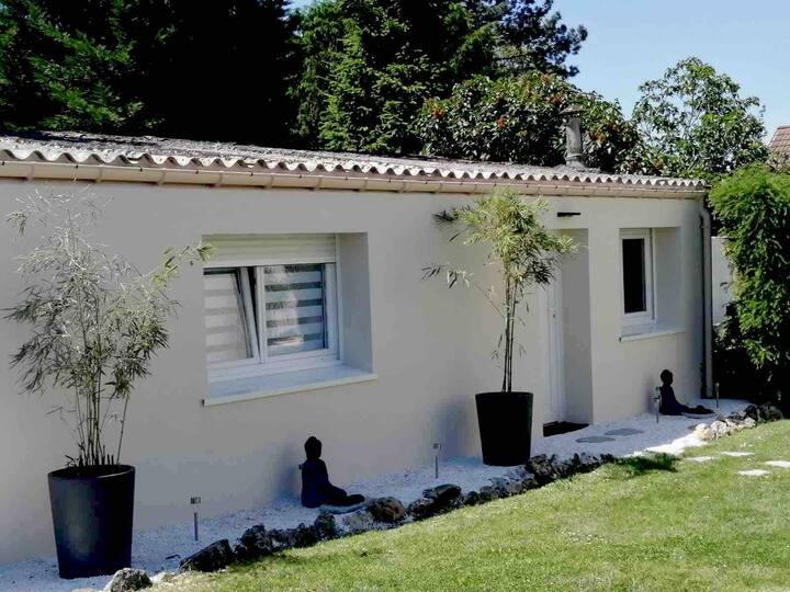 Studio privé dépendant, proche de Paris-Orly :)