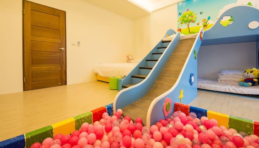 ❤貝可妮❤海盜虎親子4人房宜蘭全新開幕親子主題溜滑梯球池泳池包棟民宿。小孩的王國設備最齊全高C/P值