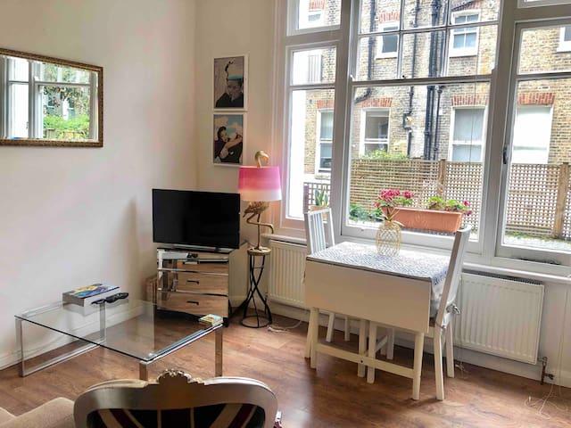 PRIVATE STUDIO (entire apartment) West Kensington