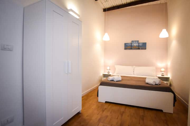 CENTRAL STUDIO IN VIA SAN SEBASTIANO