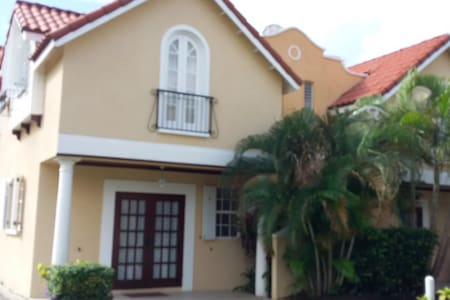 Lovely Spacious #3 Springcourt - Rockley - Квартира