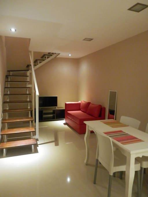 Apartamento 1, cocina comedor en planta baja, dormitorio y baño en planta alta