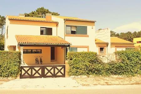Unique 4 Bedroom Pool Home in  MiraVillas paradise