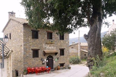 Habitación privada con baño, ducha - Rodellar - House