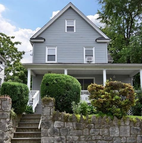 HillSide Cottage  Perfect location! 35mins to NYC