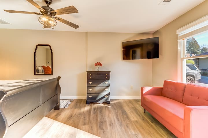 Premium Cleaned | Spacious studio w/ flatscreen TV, patio, and WiFi - located in downtown Helen!