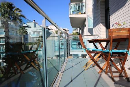 Apartamento en Lloret de mar, playa Fenals, pisci.