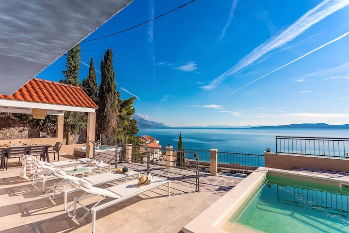 Villa Perla Blu with 4 bedrooms, heated pool, jacuzzi, 50m from beach