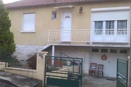 Studio 25m2 proche centre ville - Périgueux