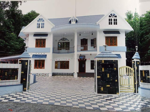 Luxurious Villa in Kadavoor