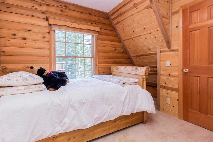 Twin trumble  bed converts to king