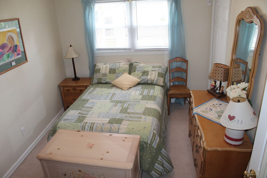 Bed room with double bed closets and drawers