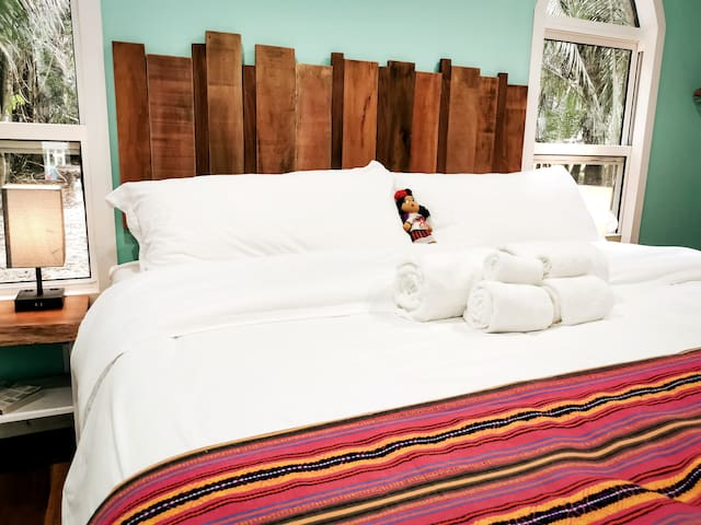 King size bed. hybrid bamboo med firm mattress. You'll have no problems sleeping in!