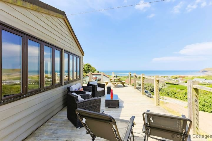 CROYDE ILUKA | 3 Bedrooms | Hot Tub | Dogs Welcome | Sea Views
