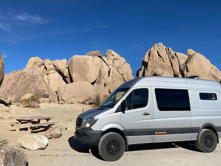 This van will go anywhere and keep you in comfort during any season! Grab your gear and start the adventure!