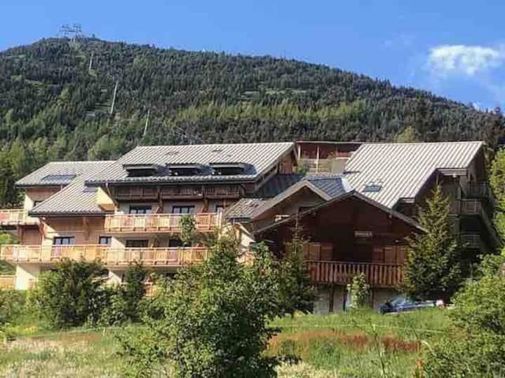 Beau duplex avec balcon , proche des pistes