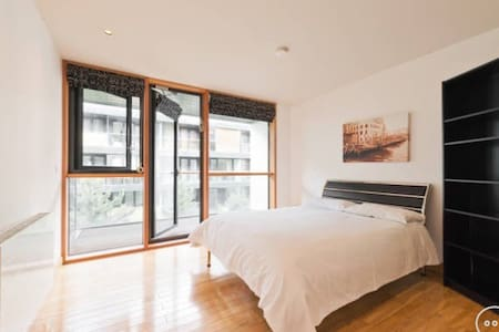 Big Bedroom with private bathroom in shared flat - Dublin