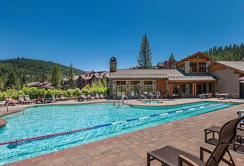 Luxurious Ski In/Ski Out 3 bedroom NorthStar Villa