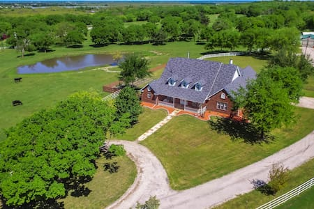 Beautifully furnished GATED Ranch with POOL