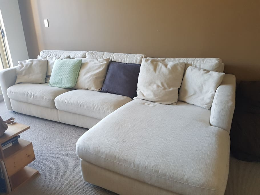 Large, contemporary 2.5 seater family sofa