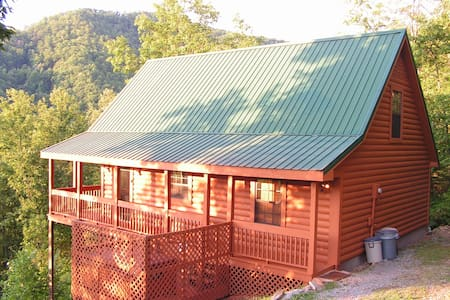 Whispering Maple cabin; awesome view, great cabin - Sevierville