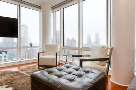 This is a wonderful 1 bedroom 1 bath apartment.  Amazing views from floor to ceiling windows 30 stories above Manhattan skyline and the Hudson River.  The reviews on the host page are for this unit.  AirBnB is looking into the system issue on other listing page.  Apartment is professionally designed.