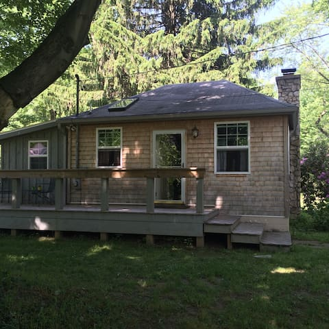 Enchanted Cottage by the Lake - Fairview - Bungalow