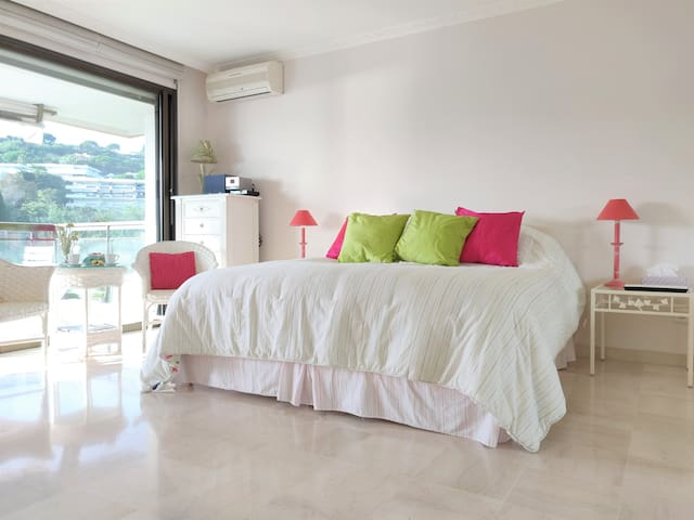 Studio with sea view, parking, 10mn to the beach!