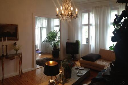 Sunny, quite, private vintage flat/ Prenzelberg - Berlin