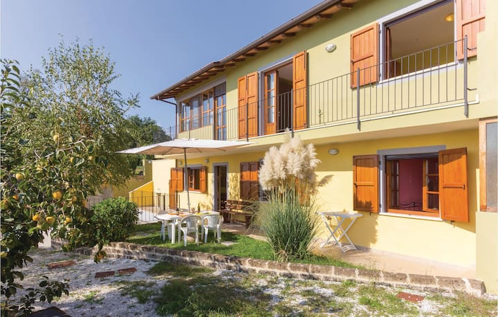 Semi-Detached with 3 bedrooms on 100m² in Camaiore